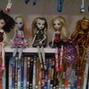 13 Monster high dolls, chamber and dvds